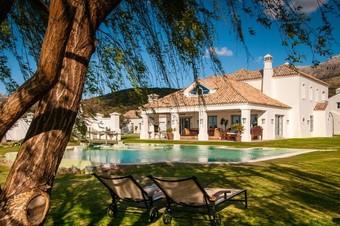 Los 10 mejores hoteles con piscina en ronda for Hostal ciudad jardin malaga
