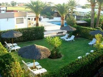 Hoteles con piscina en la rinconada for Hoteles sevilla con piscina