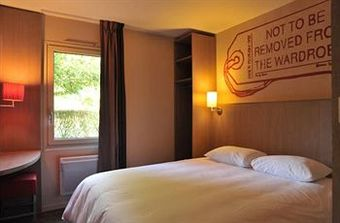 los 10 mejores hoteles que aceptan mascotas en cholet. Black Bedroom Furniture Sets. Home Design Ideas