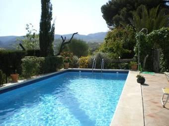 Hoteles con piscina en albu uelas for Hoteles en granada con piscina climatizada