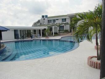 Los 4 mejores hoteles con piscina en acac as for Hoteles con piscina en san sebastian