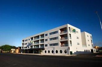 Los 8 mejores hoteles con cocina en dubbo for Apartments across from motor city casino