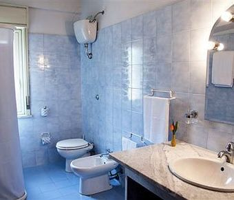 Los 5 mejores hoteles con servicio de transfer en termini imerese - Piscina termini imerese ...