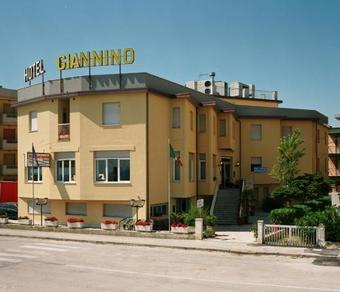 Los 3 mejores hoteles de 3 estrellas en porto recanati - Hoteles de tres estrellas en granada ...