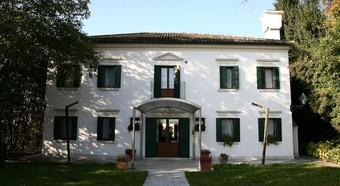 Los 2 mejores hoteles con piscina en roncade - Piscina quinto di treviso ...