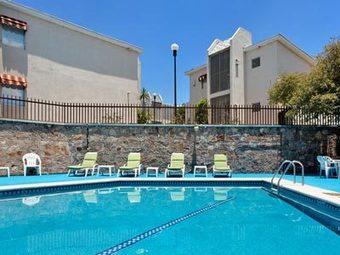 Holiday inn hotel suites chihuahua chihuahua atrapalo - Los altos swimming pool albuquerque nm ...