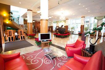 Lakeside Resort Hotel