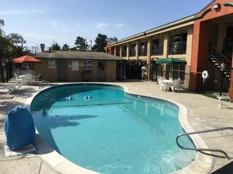 Motel Super 8 By Wyndham Salinas