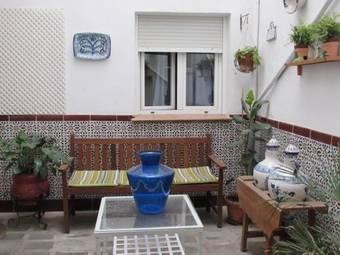 Hoteles cercanos a jardines de la plaza de la trinidad en for Hostal jardines granada