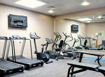 Hoteles apartamentos en doha provincia for Al sadd sports club swimming pool